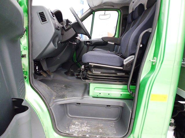 вид на салон кабины при открытой водительской двери ГАЗон Next
